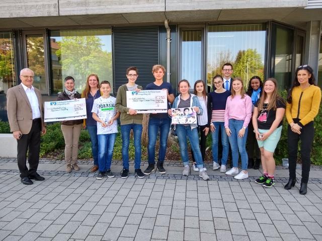Volksbank- Raiffeisenbank Dingolfing zeichnet Gewinner am Gymnasium aus