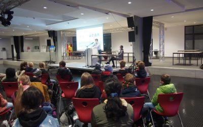 Fünftklässler schnuppern Radioluft – Guido Fromm zu Gast am Gymnasium
